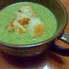 玉ねぎとカブの葉のグリーンスープ