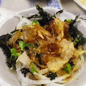 玉ねぎ素焼き海苔のおかかサラダ