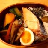 秋鮭弁当 590.7kcal