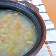 土鍋でほっこり♪たっぷり野菜のやさしいスープ