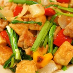 ヘルシー食材で♪鶏むね肉と豆腐の彩り野菜味噌炒め