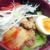 辛味豚肉を乗せた冷麺