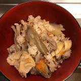 残り物の鶏肉の煮物deホロホロ鶏肉の炊き込みご飯♪