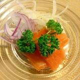スモークサーモンと2種類の玉ねぎサラダ