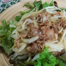 白菜の芯と豚肉のサラダ