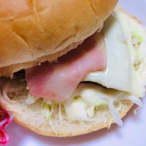 ベーコンチーズのハンバーガー