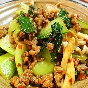 青梗菜と挽肉のピリ辛炒め