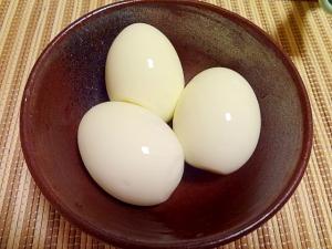 簡単。殻ごと漬け込む塩味付きゆで卵