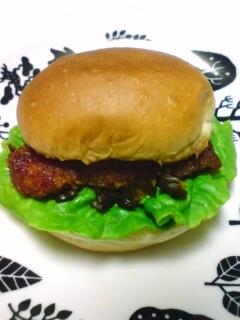 鶏むね肉のケチャップバーガー