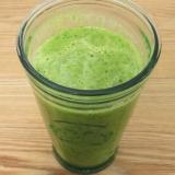 簡単 ケールで健康的なグリーン スムージ
