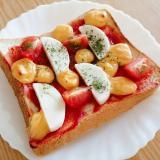 かまぼことミニトマトとチェダーチーズのピザトースト