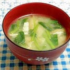 根三つ葉と油揚げの味噌汁