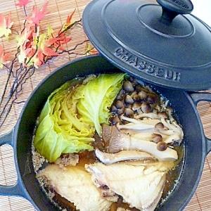 塩麹と肝で濃厚スープ☆カワハギのキャベツ鍋