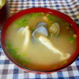 しじみとお揚げの味噌汁