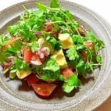 パクチーとアボカドのサラダ