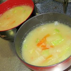 にんじんとズッキーニの味噌汁