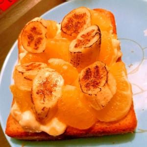 バナナと河内晩柑のフルーツオープンサンド