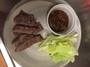 安いお肉もキウイで柔らかステーキ!