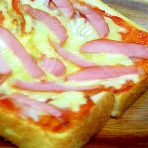 バジルオイルを塗ったピザトースト