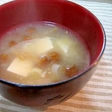 すりおろしレンコンと生姜のなめこ汁