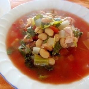 大根、青菜、大豆のトマトスープ