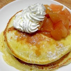 ホットケーキ☆リンゴの甘煮とホイップクリーム乗せ