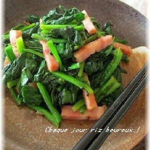 ちぢみほうれん草と厚切りベーコンの炒め物