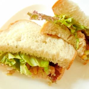 野菜どっさり具だくさんサンドイッチ