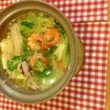 海老と豚肉とエノキダケと小松菜と青梗菜の寄せ鍋