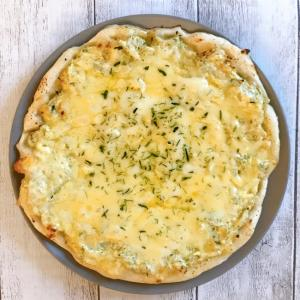 たっぷりチーズのシラスピザ♪