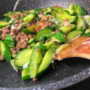 ★きゅうりと挽き肉のネギ塩炒め★簡単、美味しい
