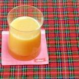 キャベツとニンジン入りのリンゴジュース