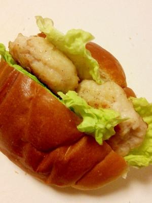 ロールパンで簡単♪鶏つくねと白菜のサンドイッチ