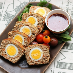セラベイクで、ゆで卵たっぷり!ミートローフ