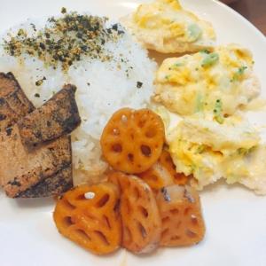 炒り卵を乗せた鶏胸肉(^-^)