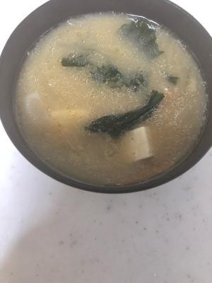 ツナと豆腐とわかめと新玉葱のお味噌汁(^^)