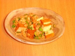 厚揚げと鶏ひき肉のピリ辛マヨ炒め