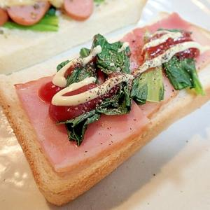 ケチャ/マヨで ベーコンとほうれん草のトースト