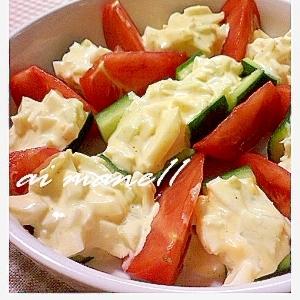 きゅうりのボート風卵サラダのせ