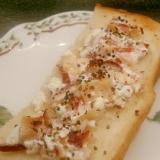 ホッキ貝とカッテージチーズのオリーブレモントースト