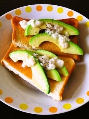 アボカドと甘酒ジャムのトースト