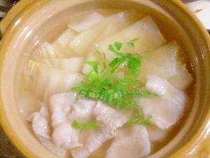 土鍋で簡単♪白菜と豚バラ肉の和風スープ