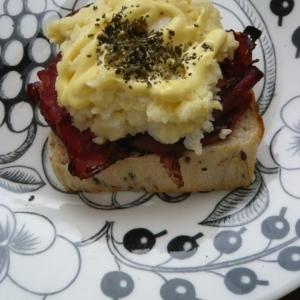 パストラミビーフとポテトのトースト