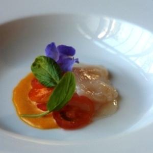 ホタテのカルパッチョ、柚子のソースで
