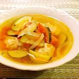 ズッキーニとトマトの鶏団子スープ