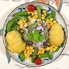 スイートコーン、アイスプラント、キウイのサラダ