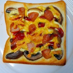 ウインナーとマッシュルームコンフィのピザ風トースト