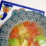簡単ヘルシー(^^)アボカドとトマトの昆布茶スープ