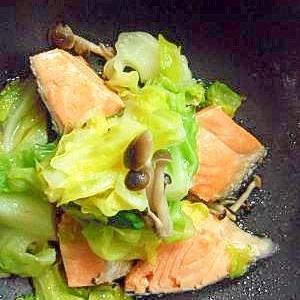 春キャベツと鮭の蒸し煮