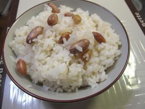 シンプルだけど美味しい☆ 落花生ご飯。。。